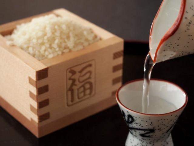 純米酒はしっかりとした味付けのお料理と一緒に