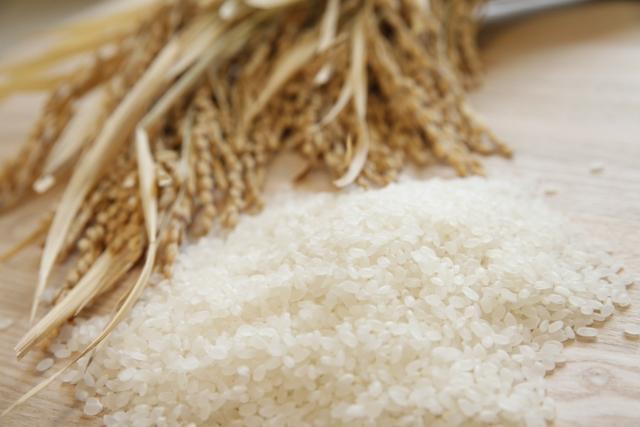 同じ田んぼで育ったお米だけ袋詰め