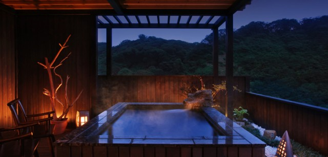 燦美の宿かわなの露天風呂 天照の癒