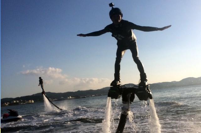 水圧で空を飛ぶ!「ジェットデッキ」にチャレンジしよう!
