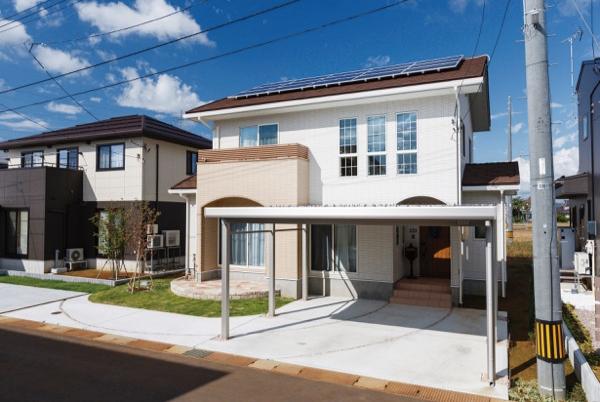 ☆*:.。. 南欧風の外観の家|総外壁タイルの住宅施工事例(新潟県)。.。.:*☆
