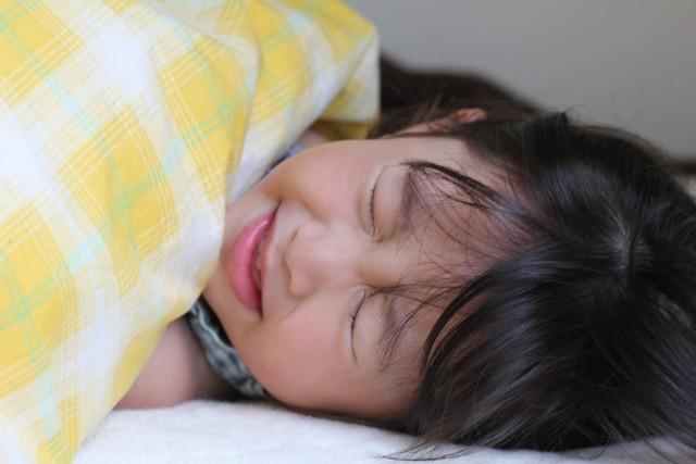 乳幼児に流行する夏風邪の一種『ヘルパンギーナ』について