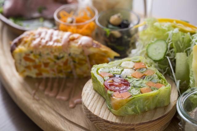 旬の地元野菜で作る「かずさ彩り野菜のプレート」とオリジナリティあふれるここだけのスイーツを