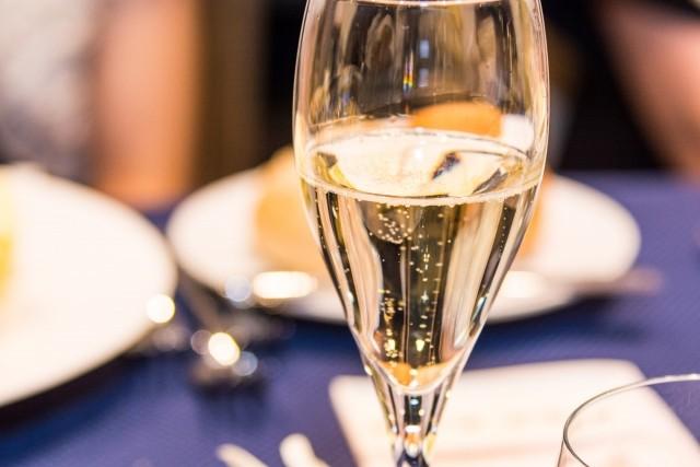 カフェレストランウィンズでフランス料理をご堪能ください