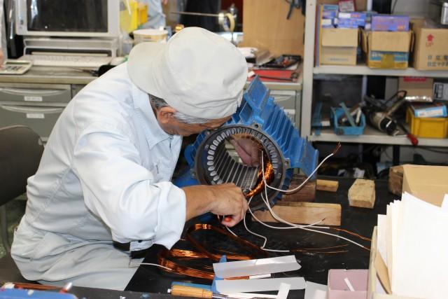 工場で活躍する電動機のメンテナスを行っています。
