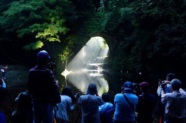 あのハートに見える洞窟『濃溝の滝』こと『亀岩の洞窟』のベストシーズン突入!