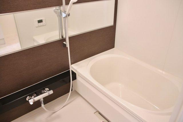 浴室の汚れ、すっきり洗浄!