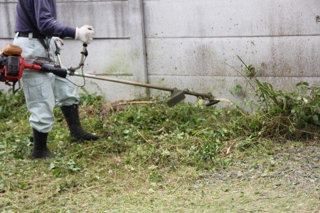 個人宅から企業管理用地まで、草刈工事を承っております