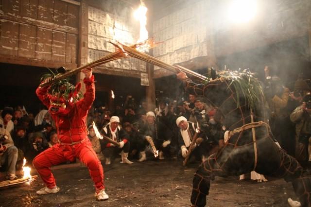 新春・イルミ特集☆春の伝統行事 天念寺・成仏寺の火祭り「修正鬼会」