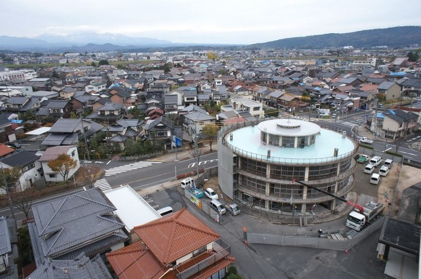 さびれる一方の田舎町。そんな小さな町の小さな誇り「日本一古い円形校舎」を改修し、日本一新しいフィギュアミュージアムに!