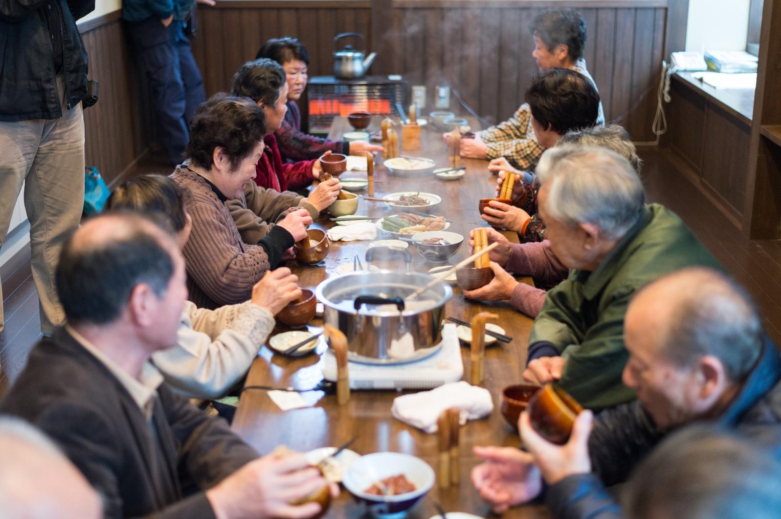 茶会の様子(バタバタ茶伝承館)