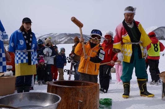 「栂池子ども冬まつり・鐘の鳴る丘 雪上もちつき大会」・白馬村